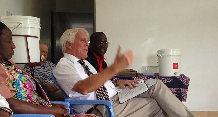 Hapa Mchungaji Tonny Surgent, mhubiri katika faragha ya maombe hiyo akielezea jambo wakati wa kipind