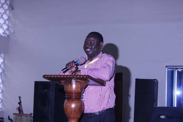Katibu Mkuu Kiongozi akitoa muelekeo wa kanisa kwa wajumbe wote wa kikao.