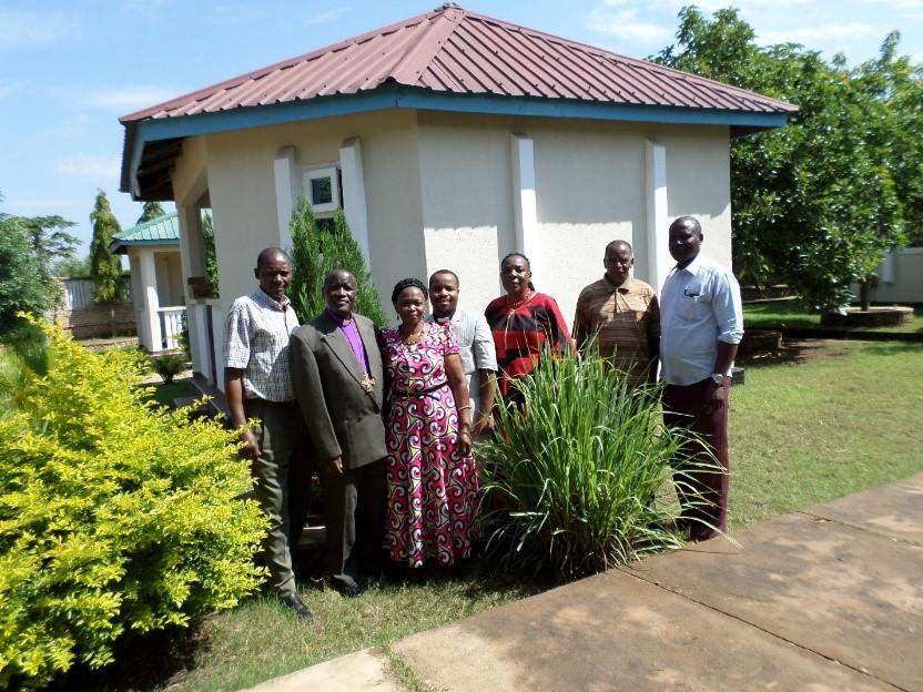 Askofu Salala na mkewe Mariam pamoja na watumishi Dayosisi ya Tabora wakiwa kwenye hoteli ya Lyamba
