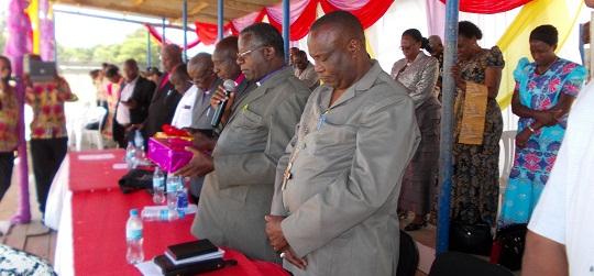 Baadhi ya Maaskofu wa AIC wa kenya na tanzania wakiwa kwenye uwanja wa karume mjini musoma kwe shere